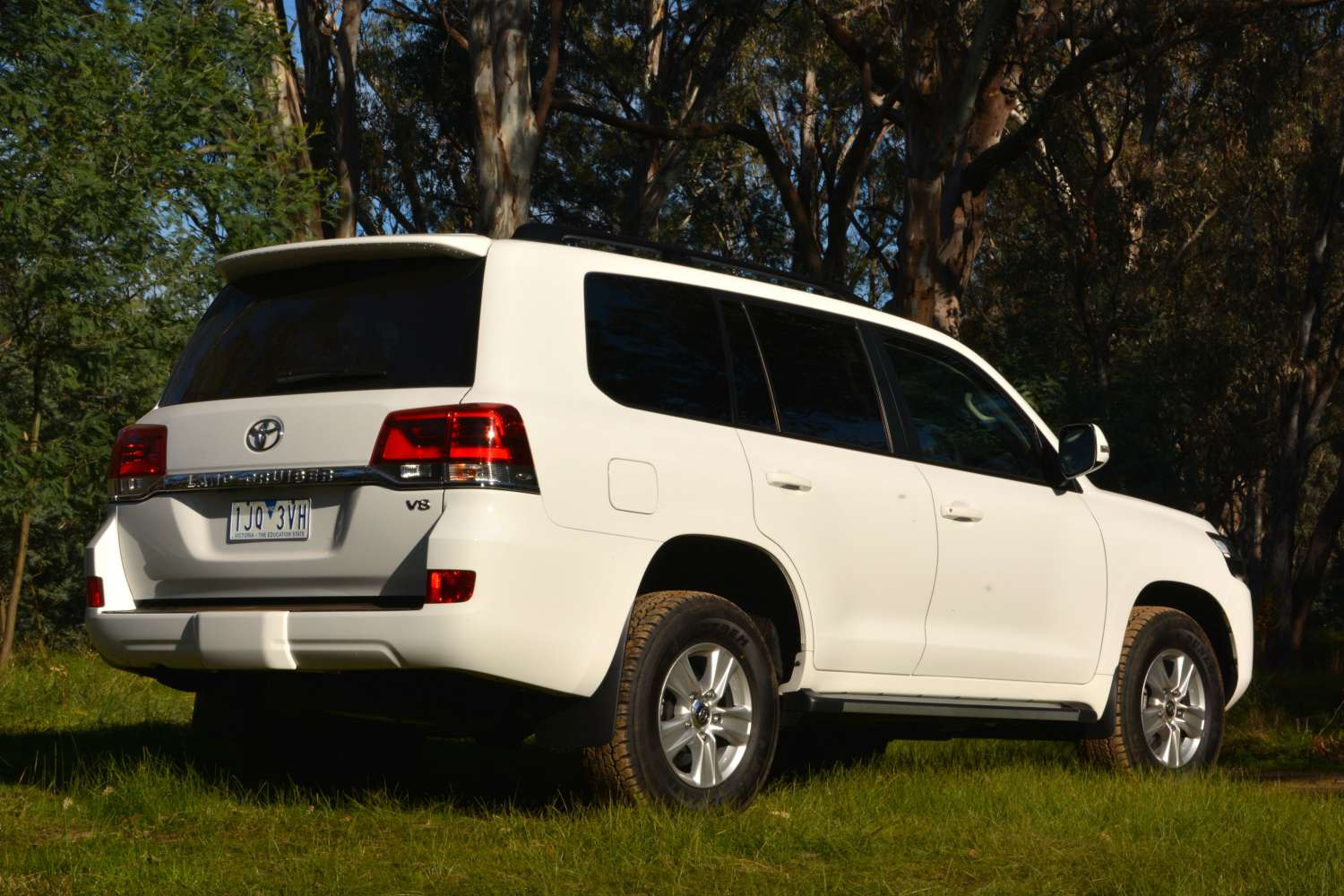 2017 Toyota LandCruiser 200 GXL Review - CarConversation