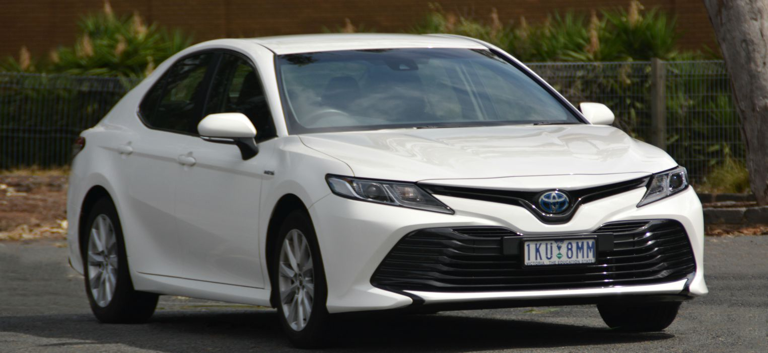 2018 Toyota Camry Hybrid Review - CarConversation